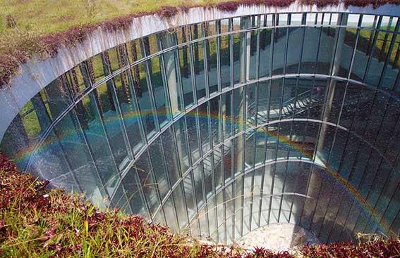 CONSTRUCCIONES INDUSTRIALES SINGULARES: LA FÁBRICA EN LA TIERRA